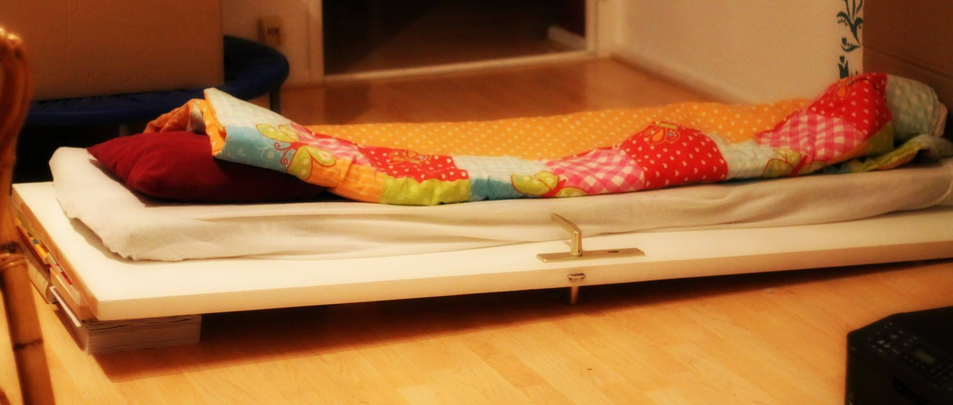 Inclined_bed_using_door_plus_books_ibt_2.jpg - 107.96 kB