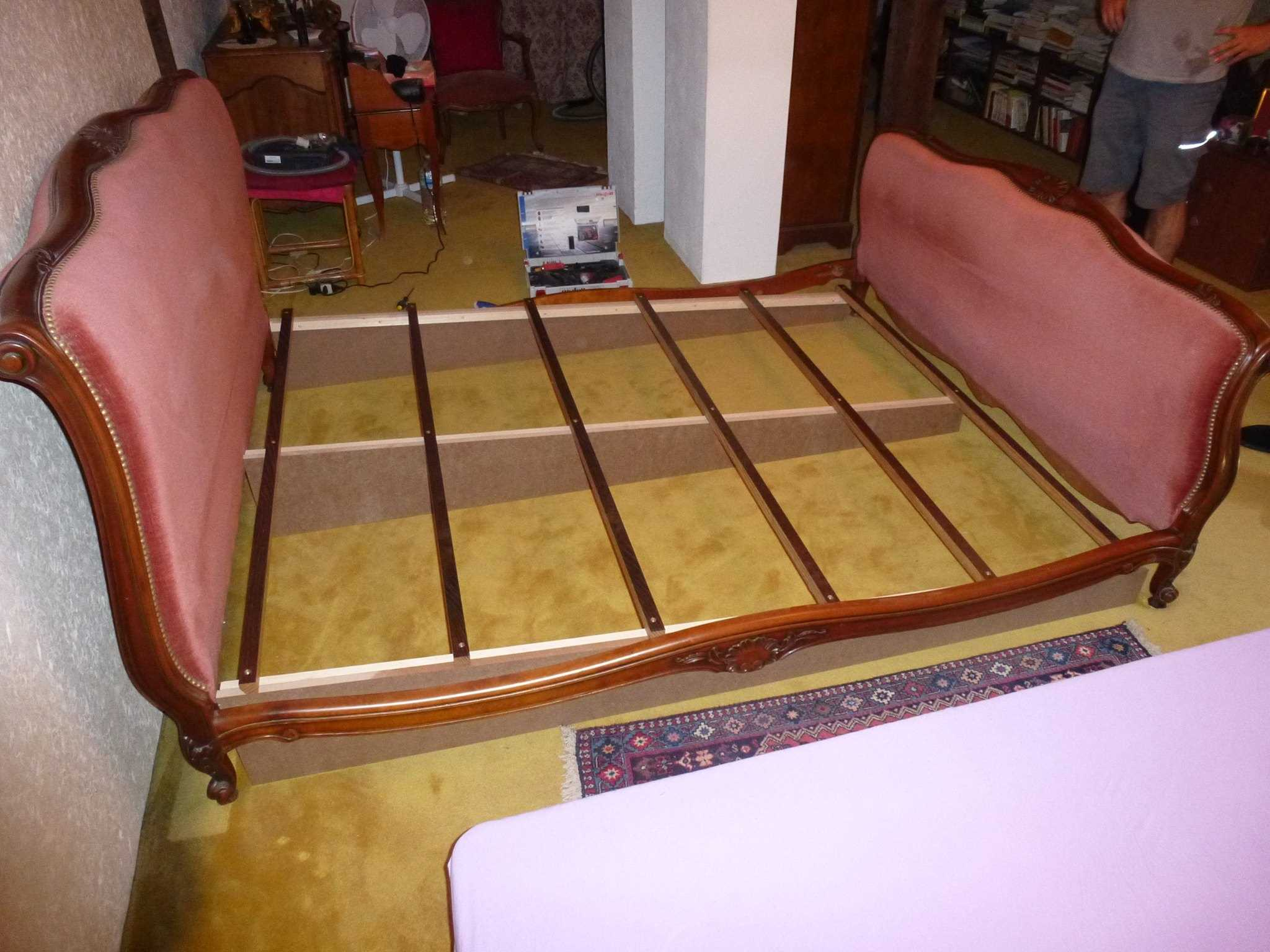 inclinedbedtherapy.com simple method of inclining a bed frame.